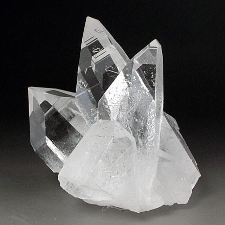 太くがっしりとした水晶クラスター