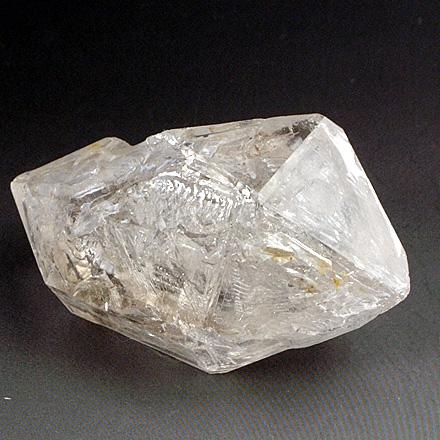 内部に層を持った不思議な構造のエレスチャル水晶