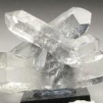 ブルッカイト(鉄チタン)入り水晶クラスター