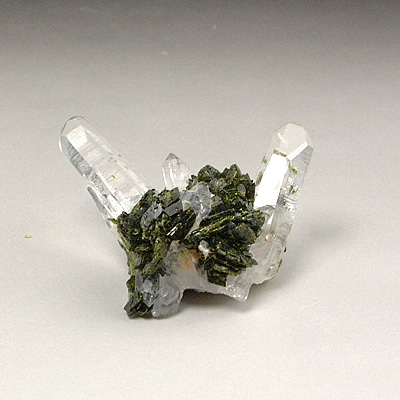 エピドート付き水晶クラスター