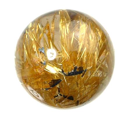 ヘマタイトを基点に成長する金色のルチル