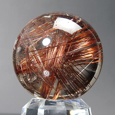 ルチルの結晶が太く直線的に入ったルチルクオーツ丸玉