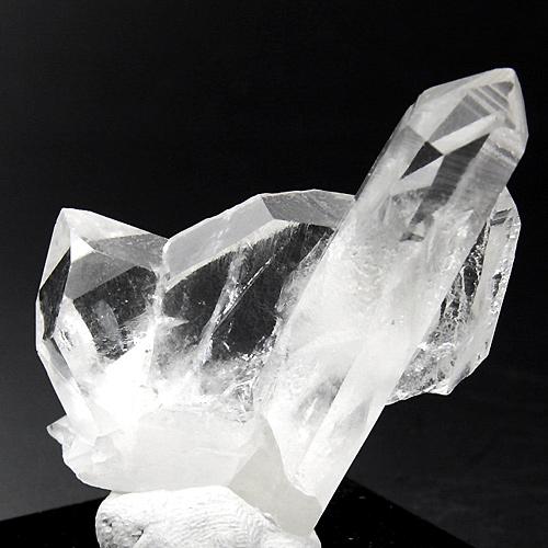 平板状の結晶がV字型に接合した日本式双晶
