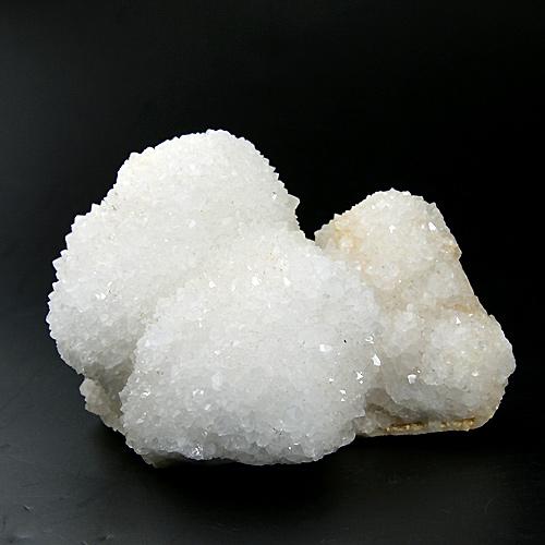 小さく短い結晶が針山状になった水晶