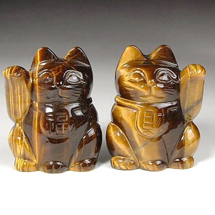 虎目石彫刻品「招き猫」