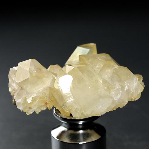 レモン色に色づいたアルプス水晶