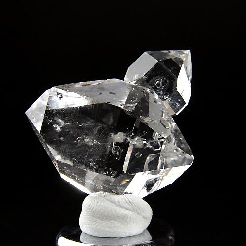 美しい輝きを放つハーキマー水晶